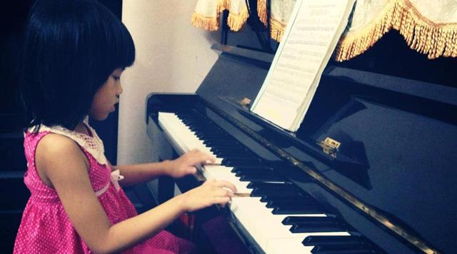 10 LỢI ÍCH KHI CHO TRẺ CHƠI PIANO